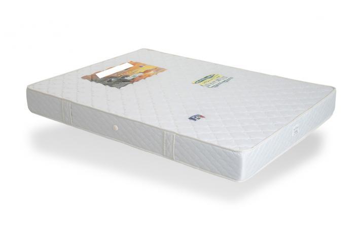 ensemble lit 160 x 200 cm et matelas en mousse 160 x 200 zoe design sur sofactory. Black Bedroom Furniture Sets. Home Design Ideas
