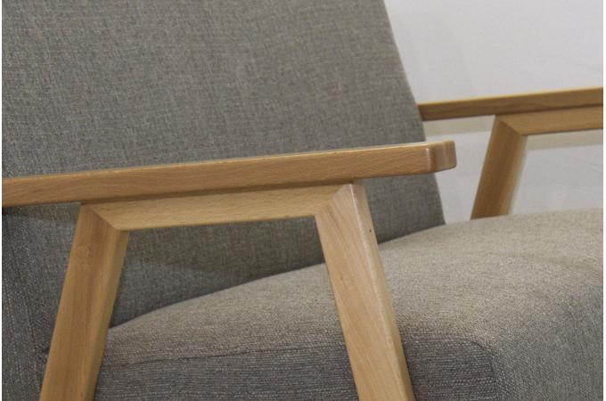 canap gris structure bois amak design sur sofactory. Black Bedroom Furniture Sets. Home Design Ideas